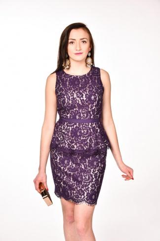 obrázok 1 Tmavomodré čipkované peplum šaty