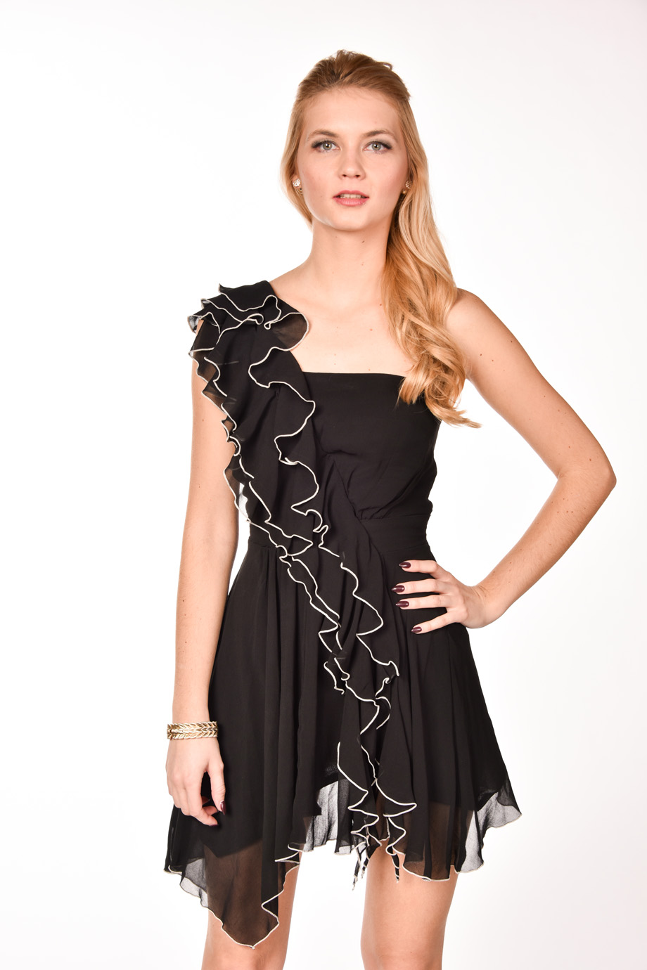 f29ac5652a4c obrázok 1 Čierne volánové šaty na jedno rameno