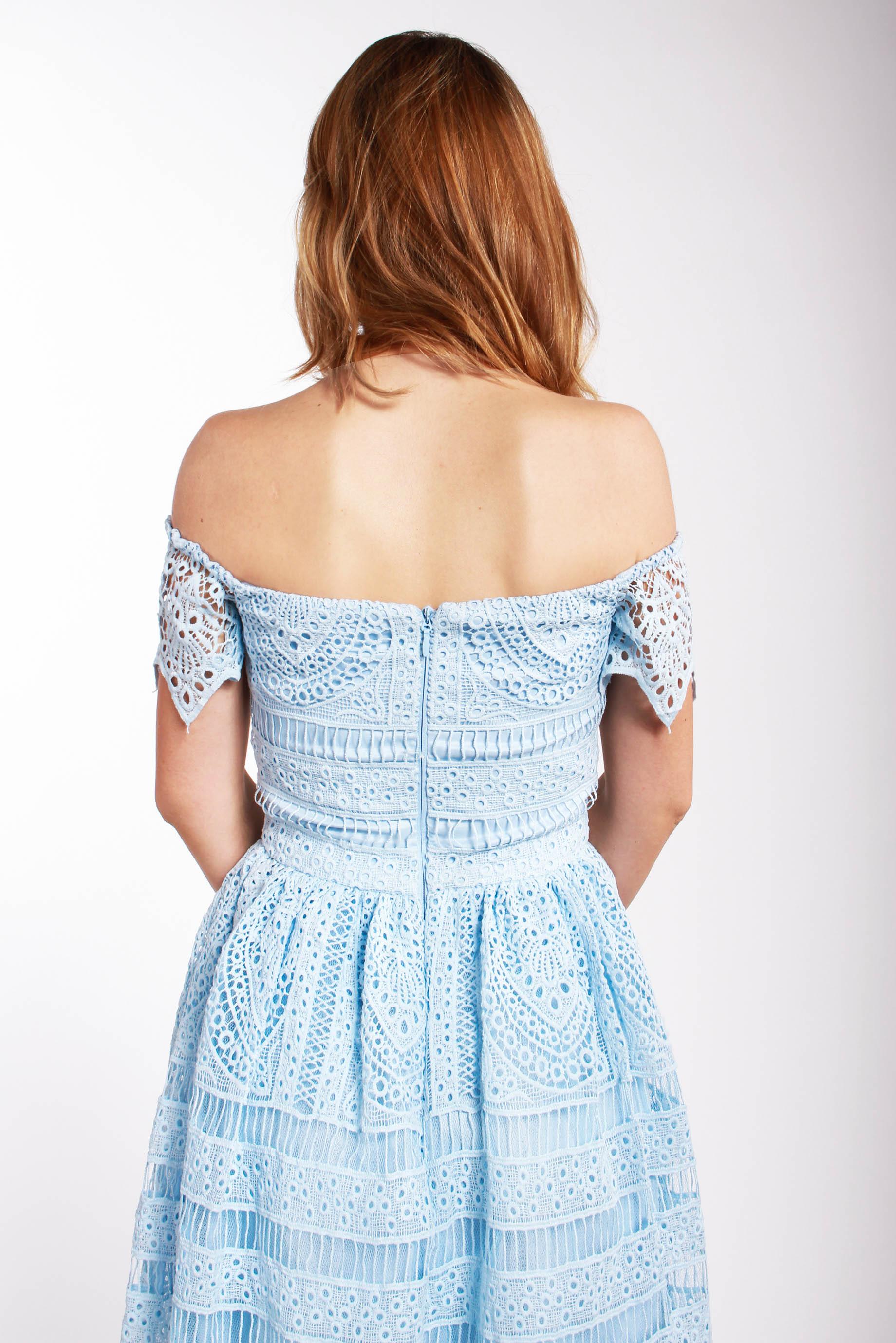 Chi-Chi London bledomodré čipkované šaty (požičanie) - Shaty cf88ddfa871