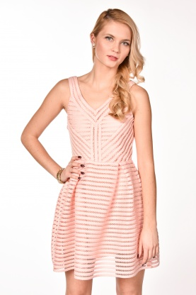 obrázok 1 Rúžové letné šaty so širokou sukňou