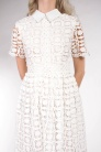 obrázok 4 Chicwish biele čipkované šaty