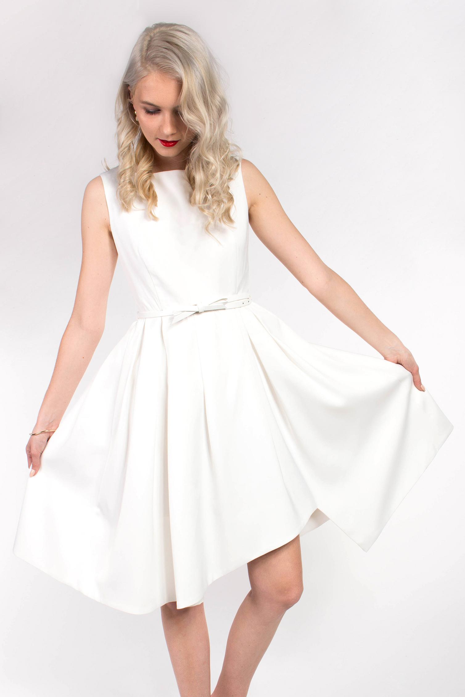 obrázok 1 Chicwish biele midi šaty s opaskom 357f1914bca