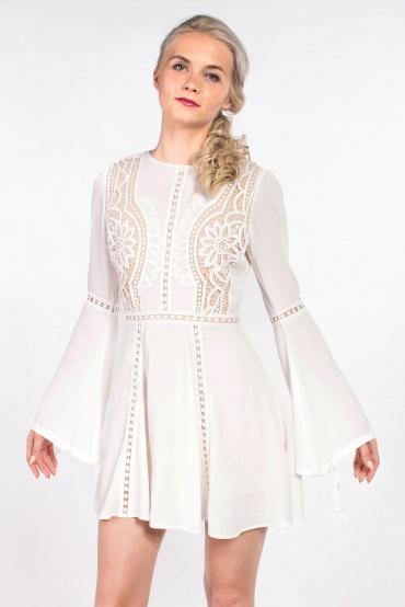 obrázok 1 Chicwish biele letné mini šaty so zvonovými rukávmi