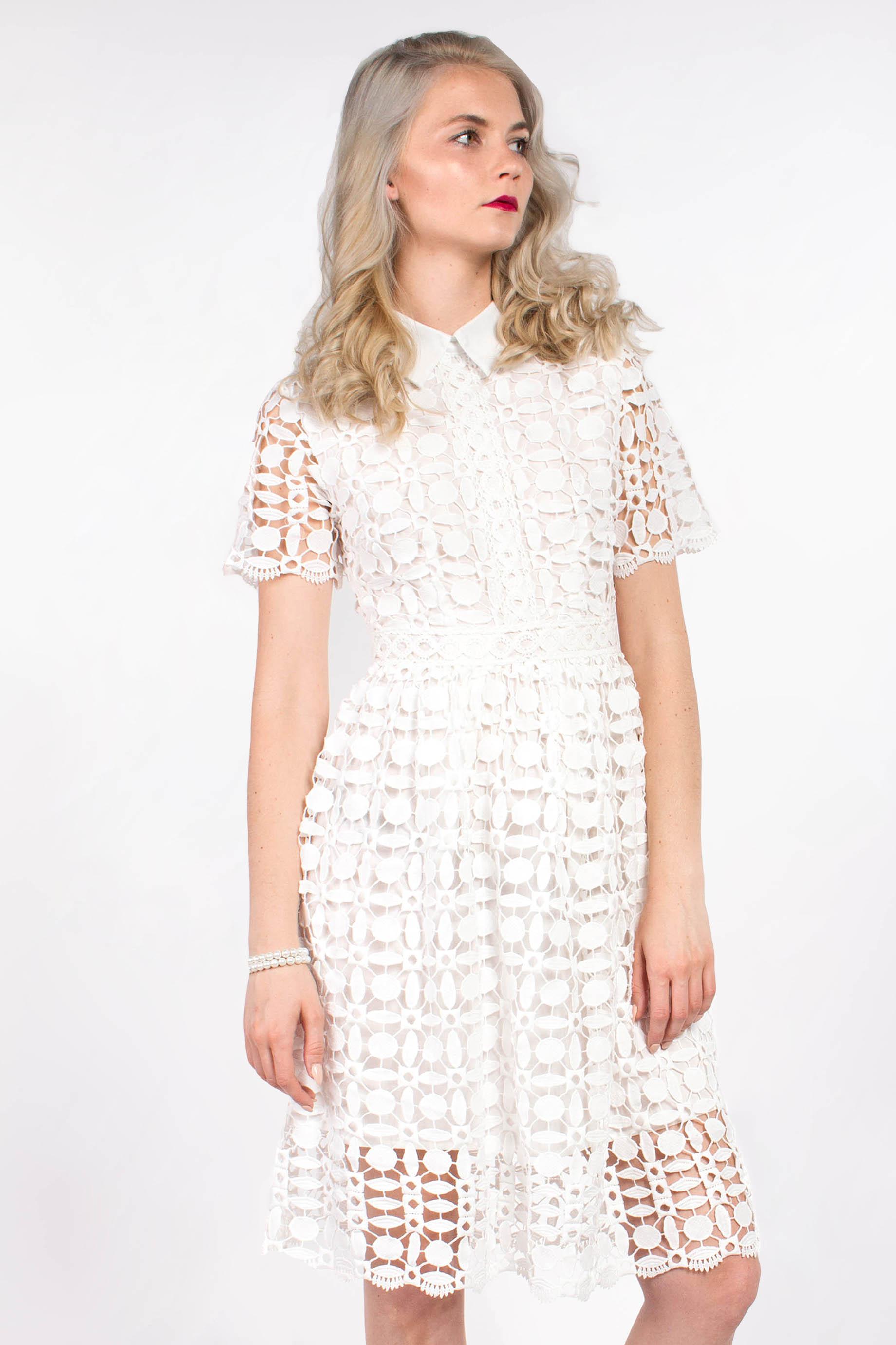 3e33dd209d2c obrázok 1 Chicwish biele čipkované šaty