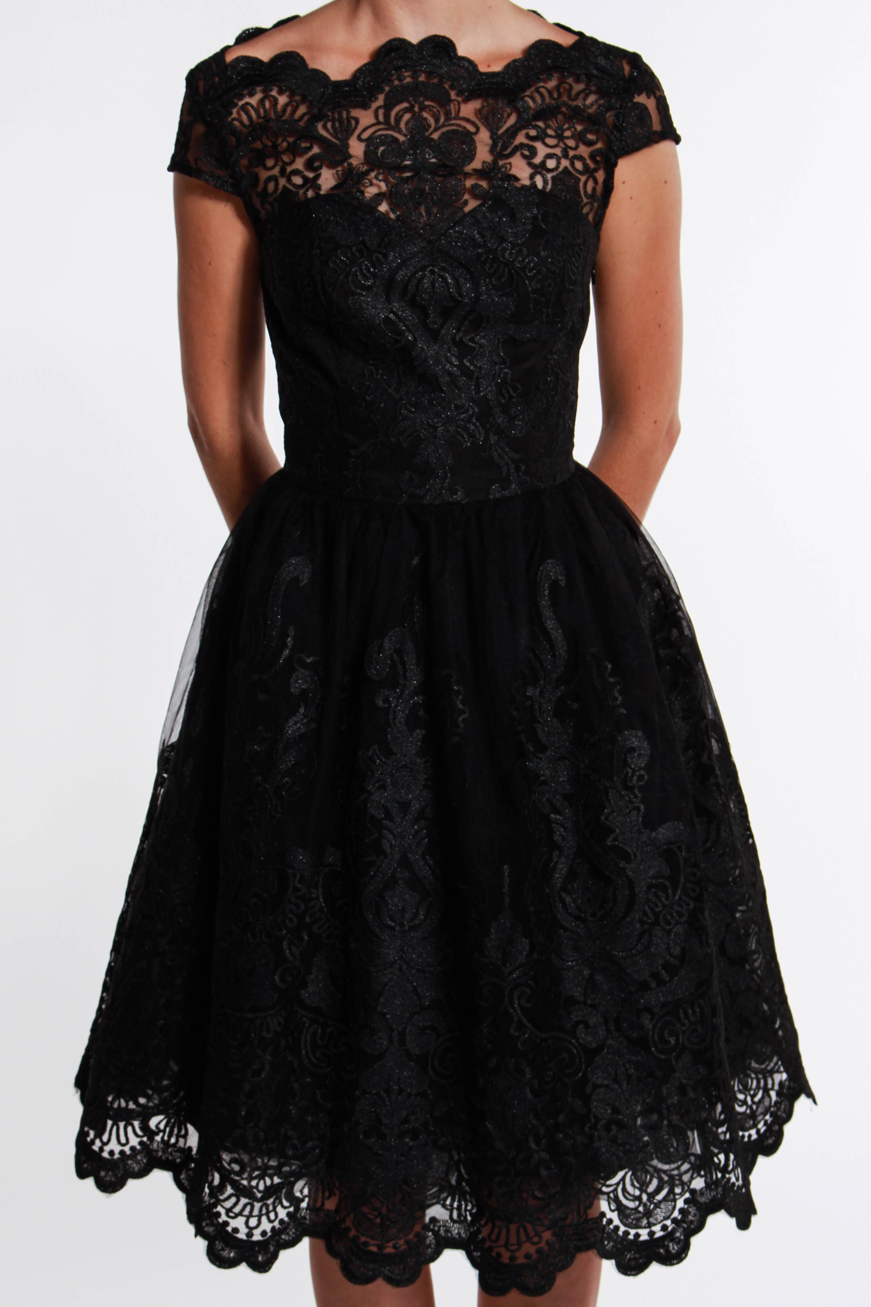 01ce4fe040b2 obrázok 3 Chi-Chi London čierne čipkované šaty
