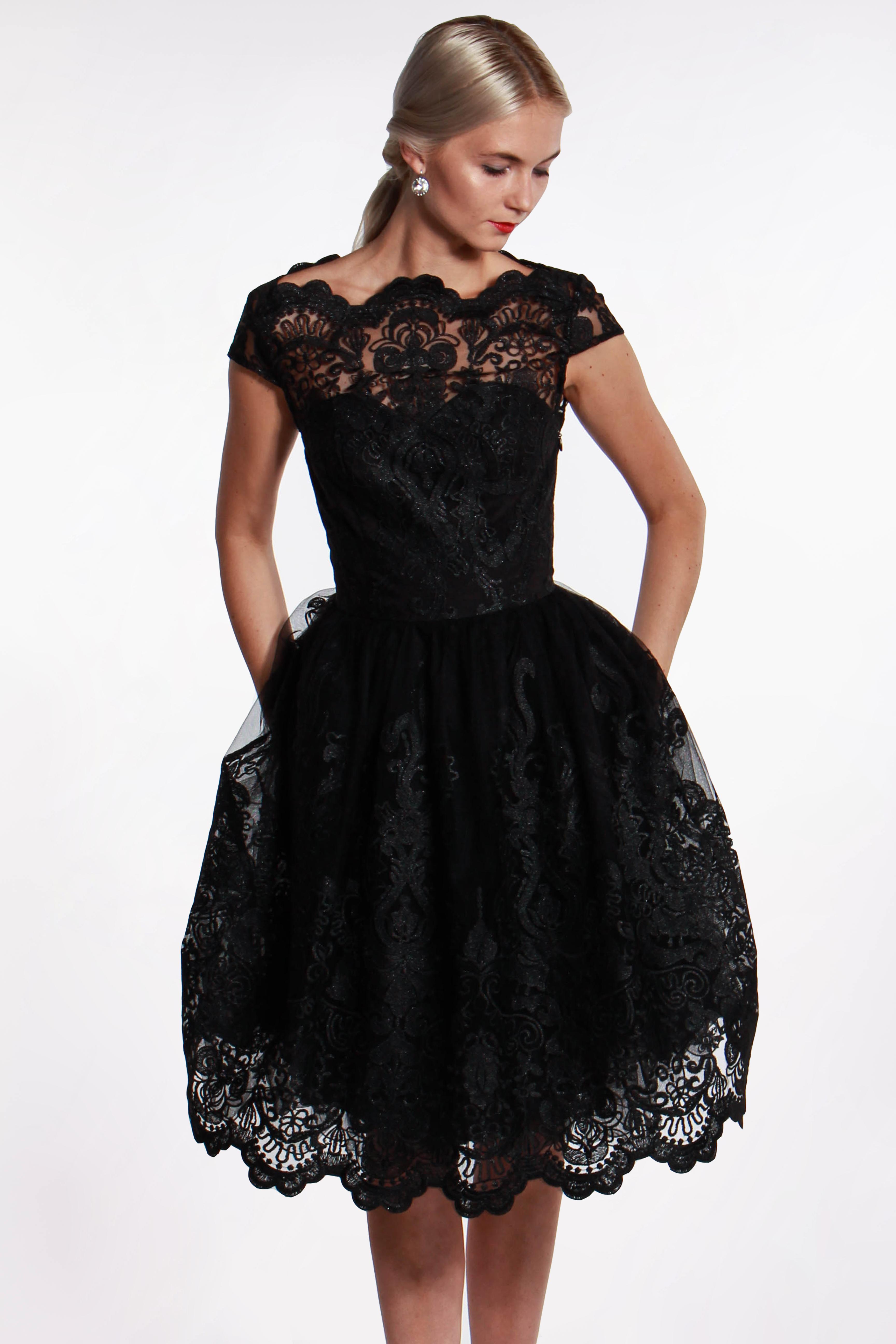 Chi-Chi London čierne čipkované šaty (požičanie) - Shaty 2b1f82869dc