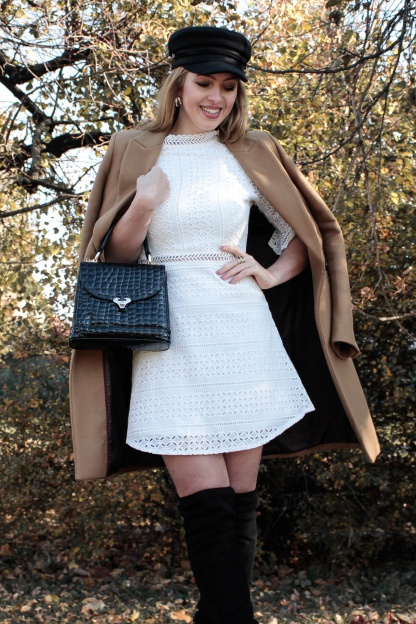 Obrázok 6 Biele háčkované mini šaty