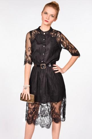 Obrázok 1 Čierne čipkované šaty s opaskom