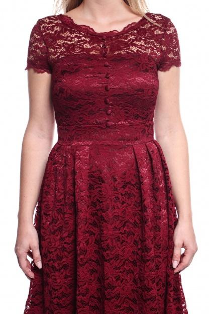 Obrázok 3 Bordové čipkované šaty