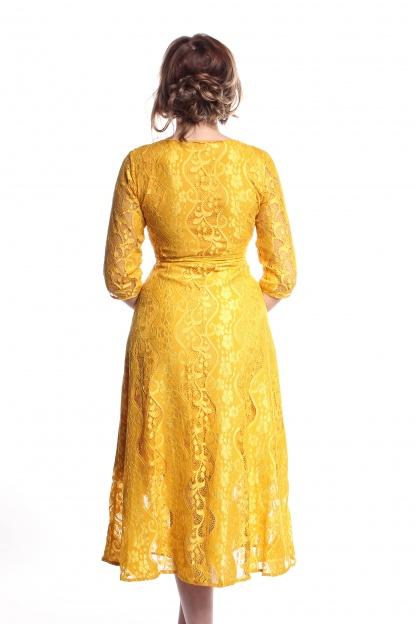 Obrázok 4 Žlté čipkované midi šaty