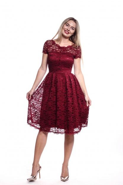 Obrázok 4 Bordové čipkované šaty