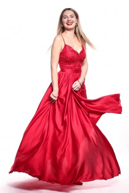 Obrázok 5 Červené plesové šaty