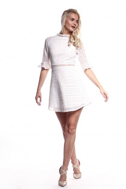 Obrázok 5 Biele háčkované mini šaty