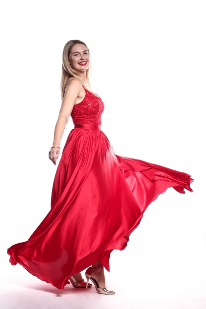 Obrázok 6 Červené plesové šaty