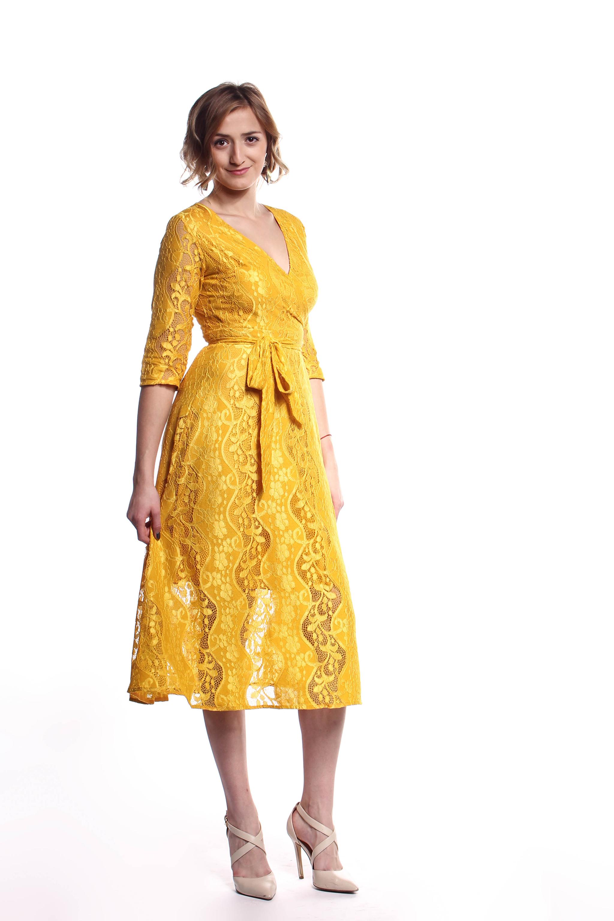 933f0155315 Žlté čipkované midi šaty (požičanie) - Shaty