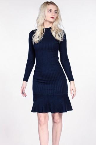 Obrázok 1 Tmavomodré svetrové šaty