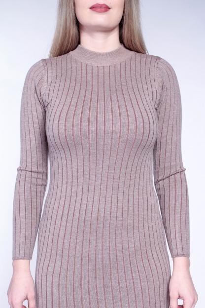 Obrázok 3 Béžové svetrové šaty