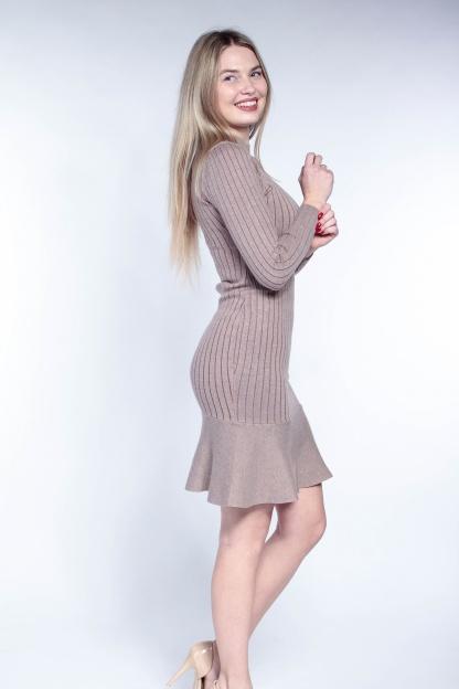 Obrázok 5 Béžové svetrové šaty