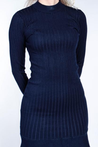 Obrázok 5 Tmavomodré svetrové šaty